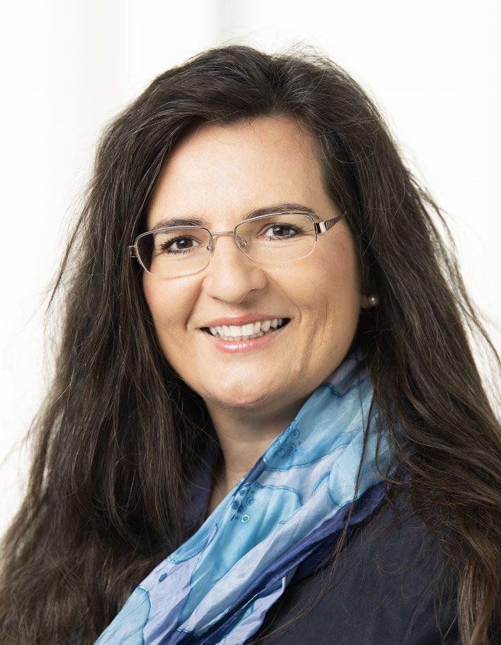 Auf dem Bild ist Gabriela Maria Straka zu sehen.